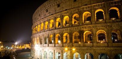Colosseo Di Notte Visite.Tour Serale Salta Fila Di Roma Con Colosseo E Sotterranei