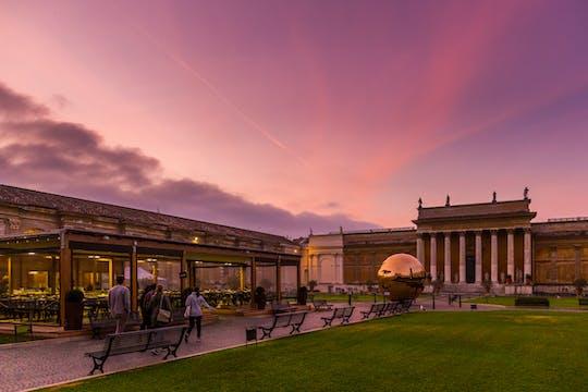 Tour esclusivo dei Musei Vaticani con accesso prioritario e colazione nel Cortile della Pigna