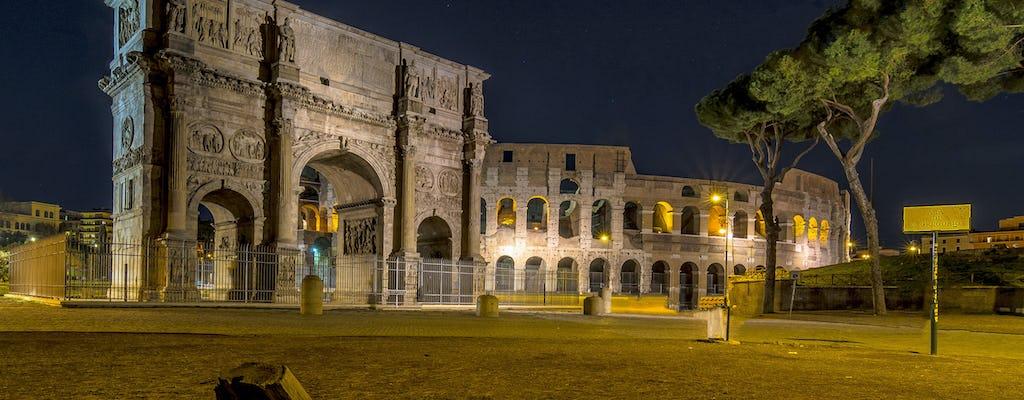 Roma romántica por la noche en un minibús