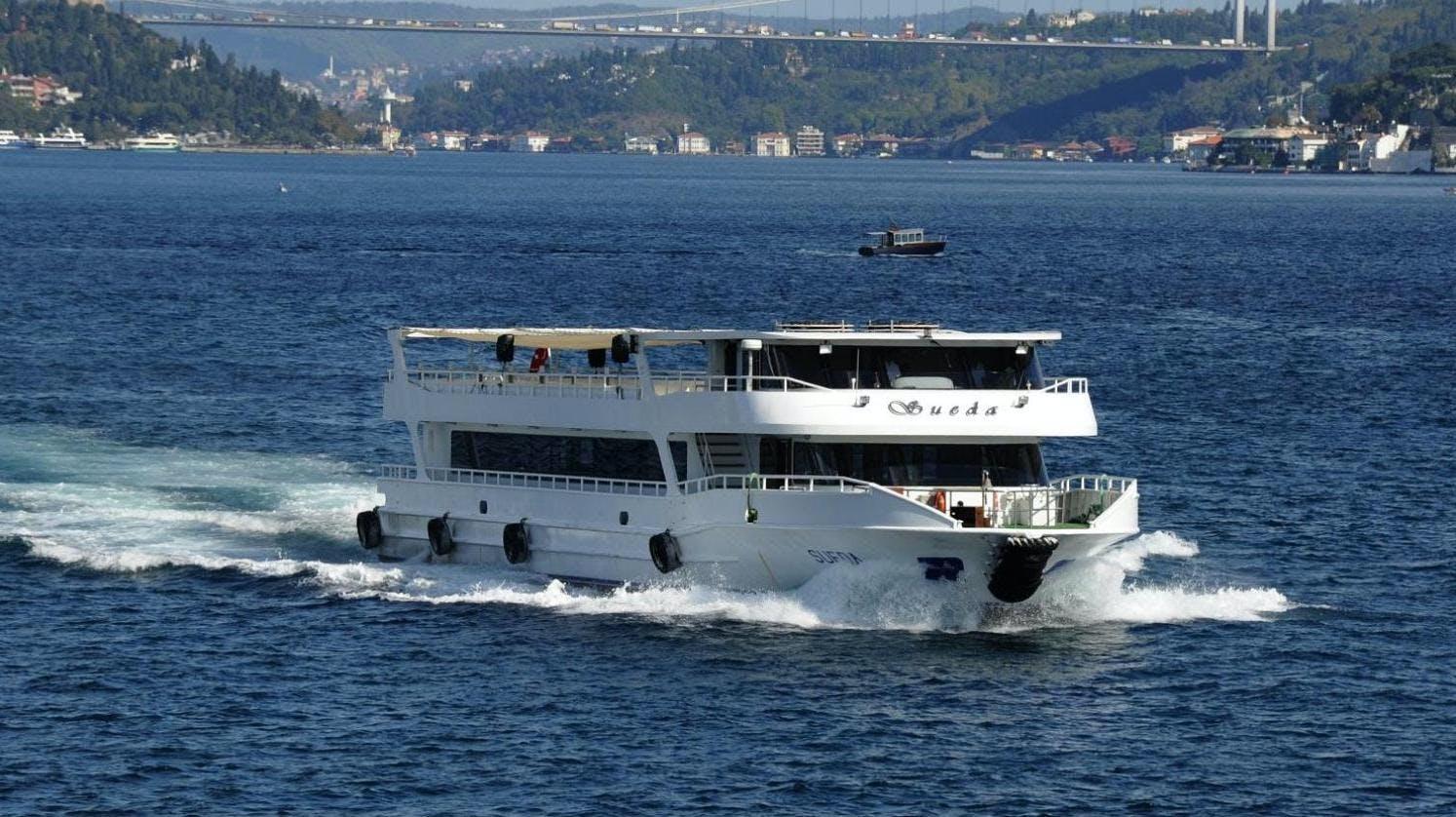 Ver la ciudad,Ver la ciudad,Salir de la ciudad,Actividades,Tickets, museos, atracciones,Visitas en barco o acuáticas,Excursiones de un día,Actividades acuáticas,Entradas a atracciones principales,Crucero por el Bósforo,Palacio Dolmabahçe