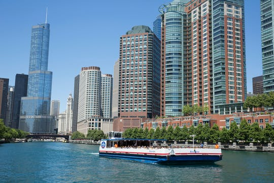 Architecture cruise on the Chicago River from Navy Pier
