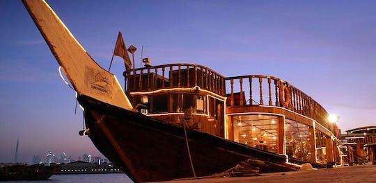 Crociera con cena dhow di Dubai Creek con spettacolo Tanoura