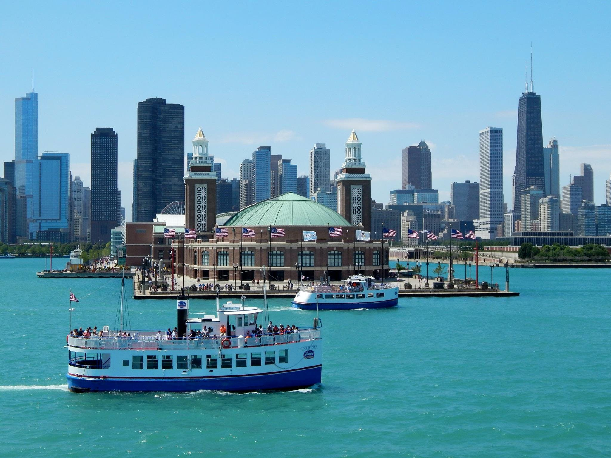 Classic lake boat tour from Navy Pier