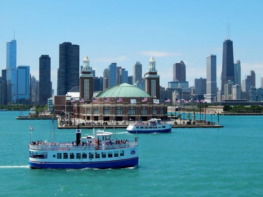 Skyline lake boat tour from Navy Pier