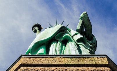 Ver la ciudad,City tours,Tours andando,Walking tours,Estatua de la Libertad y crucero a Ellis Island,Statue of Liberty and Ellis Island Cruises,Con visita al pedestal