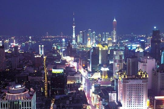 Abendliche Lichter der Stadt und Huangpu River Cruise