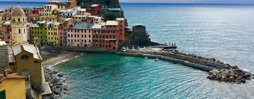Cinque Terre boat tour with aperitivo and lunch