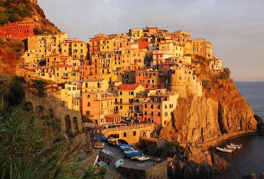 Cinque Terre sunset boat tour with aperitivo