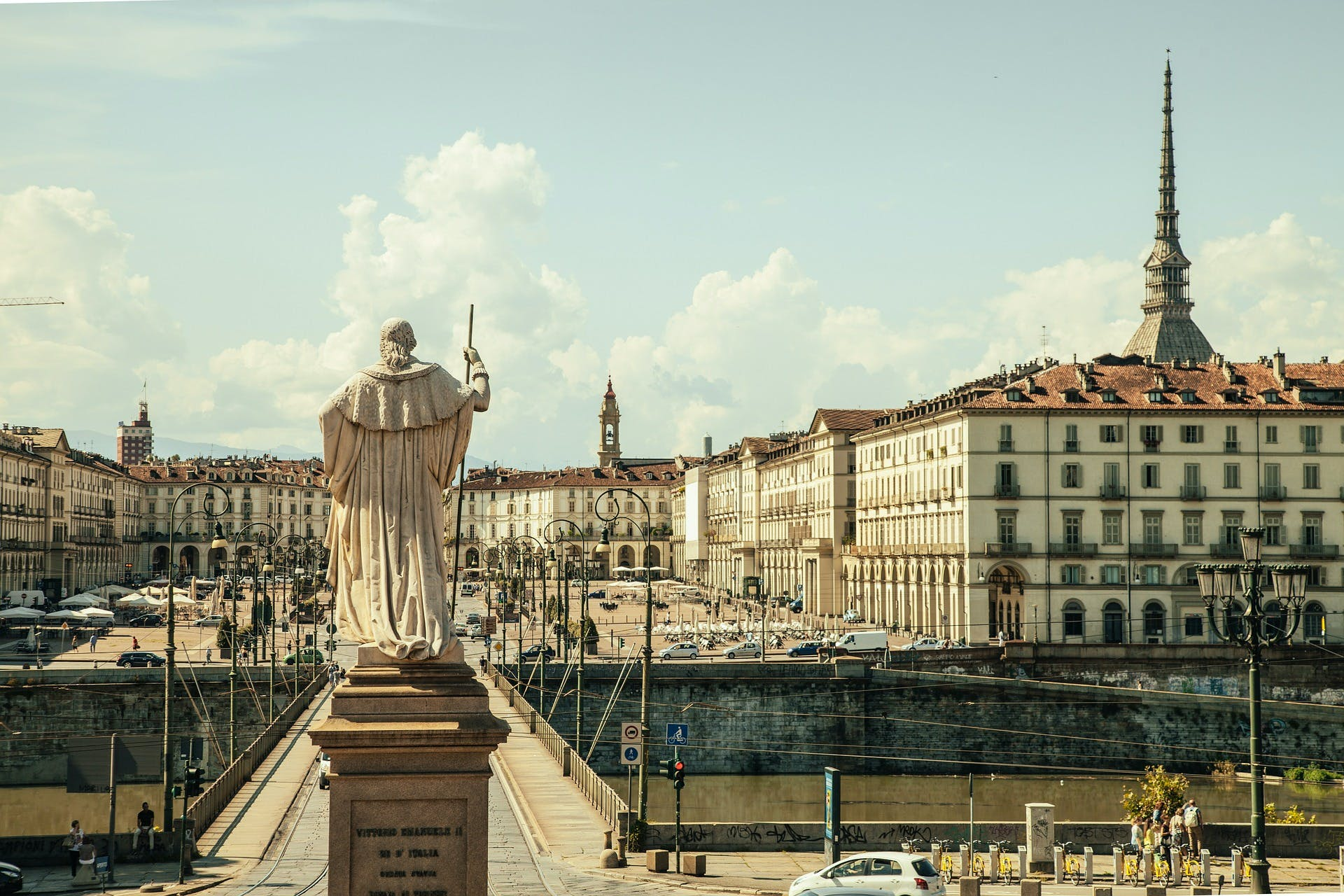Ver la ciudad,Gastronomía,Tours andando,Tours enológicos,Otros gastronomía,Tour por Turín