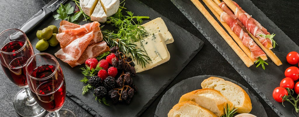 Private food and wine chic tour in Milan