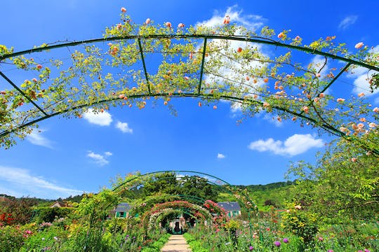 Visit Giverny with audioguide, lunch and transfers included