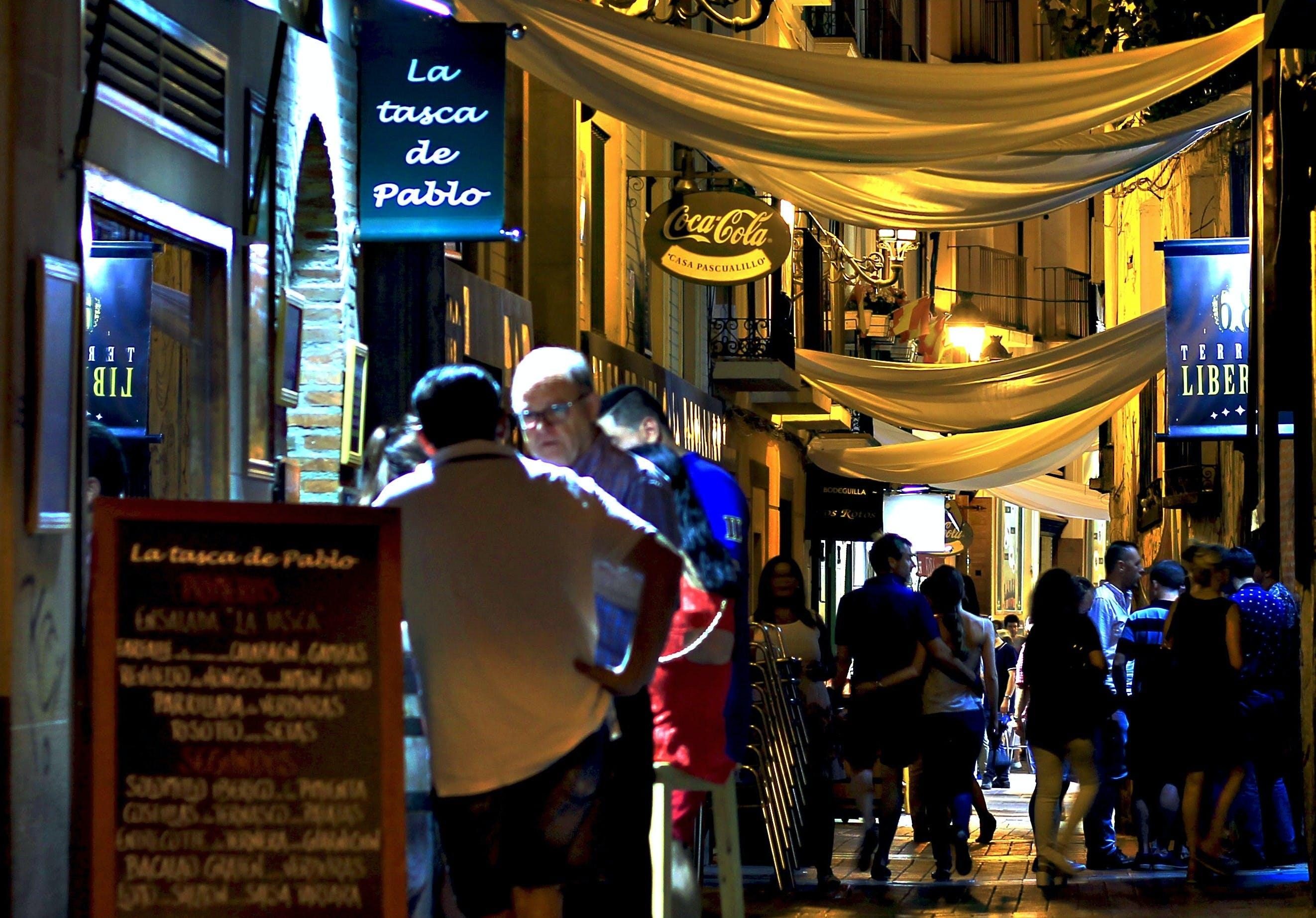 Gastronomía,Comidas y cenas especiales,Tours enológicos,Tour por Sevilla,Espectáculo Flamenco,Triana