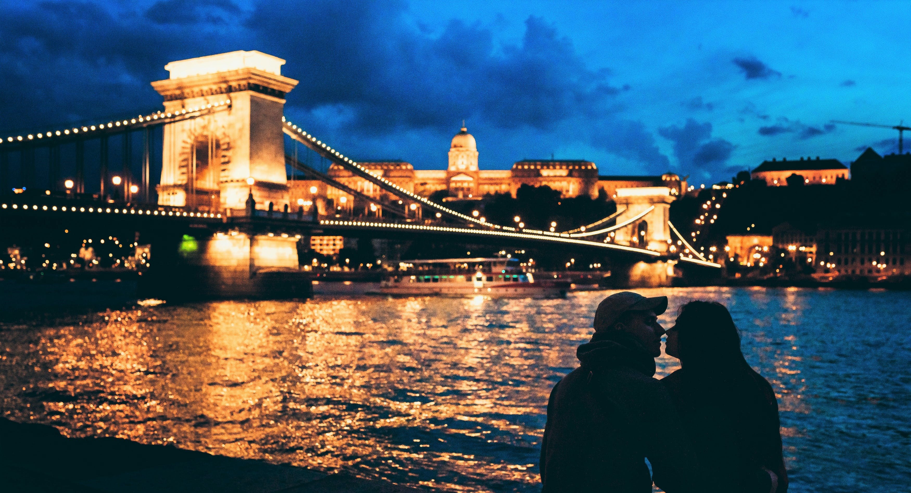 1-hour Budapest river cruise with cocktail
