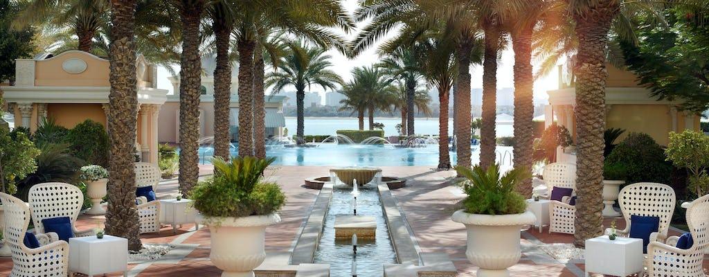 Дубай Пальма Джумейра пятничный бранч с пляжа и бассейна
