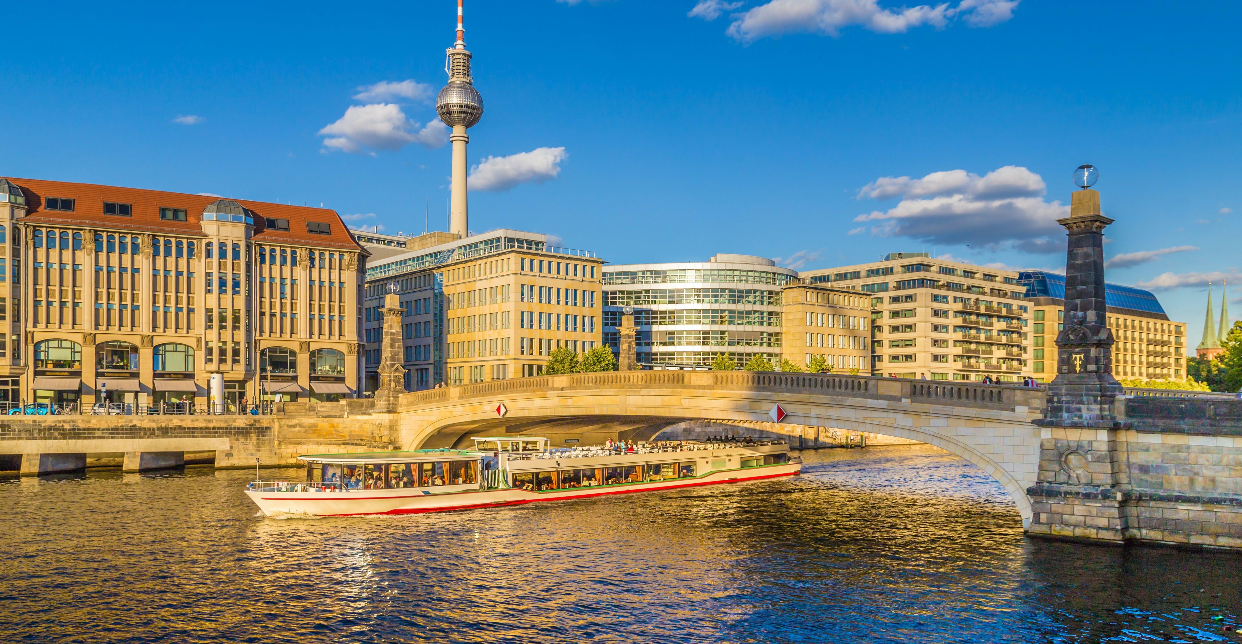 Ver la ciudad,Ver la ciudad,Actividades,Visitas en autobús,Visitas en barco o acuáticas,Actividades acuáticas,Crucero Río Spree