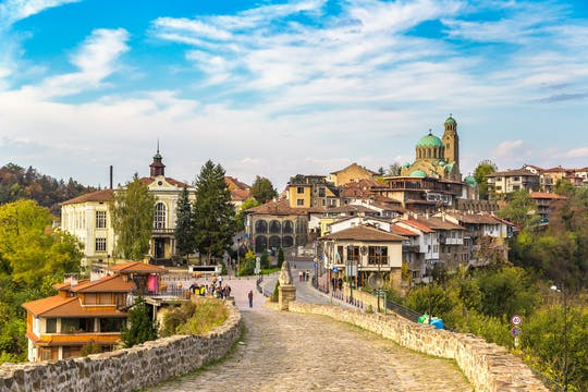 Excursão de dia inteiro a Veliko Tarnovo e Arbanasi Bulgaria saindo de Bucareste