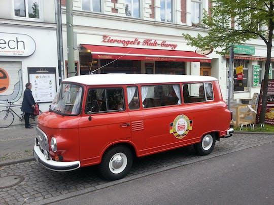 Stadtrundfahrt im DDR-Oldtimer durch Ost-Berlin mit Currywurst-Imbiss