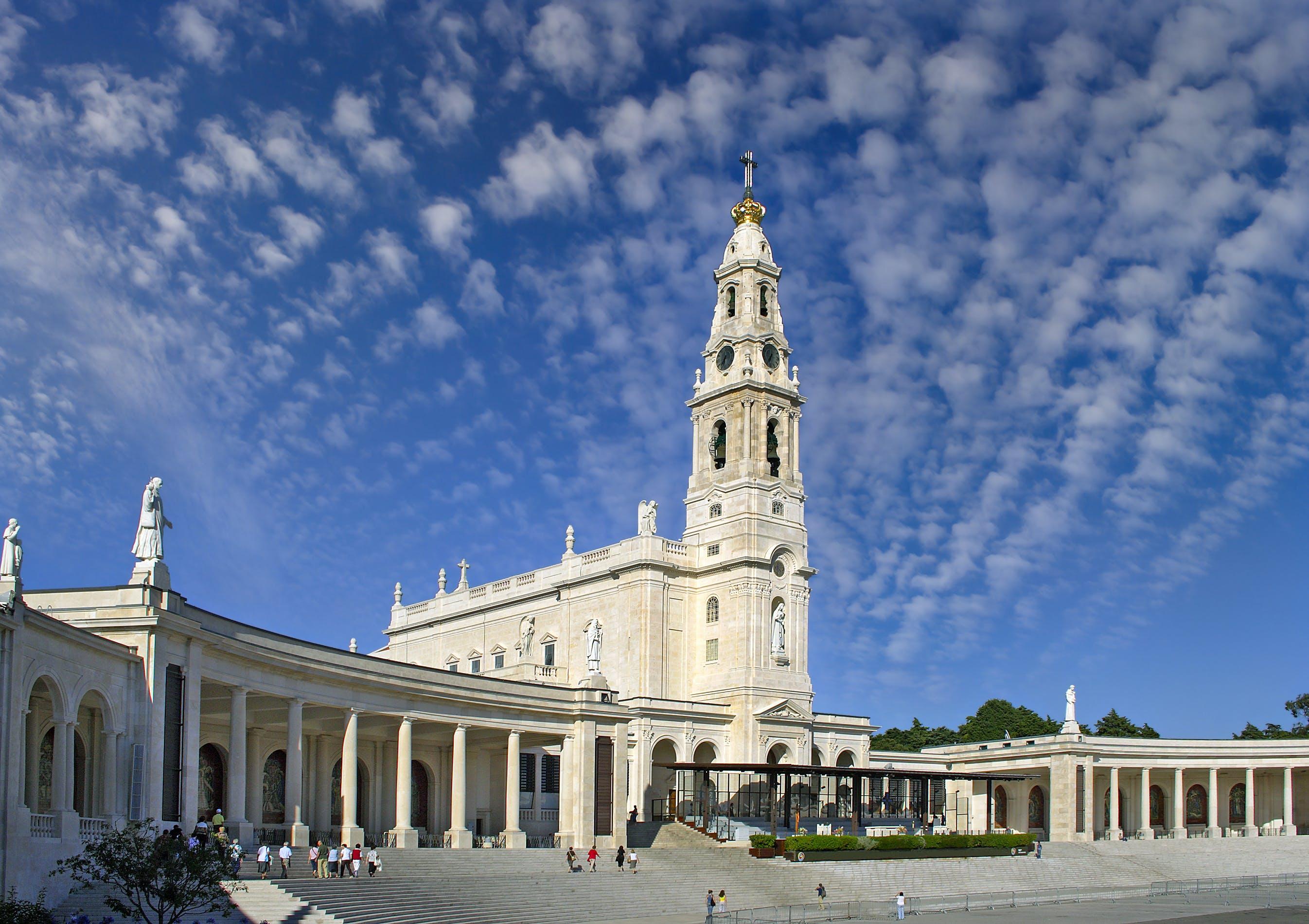 Fatima, Obidos, Batalha & Nazare Tour