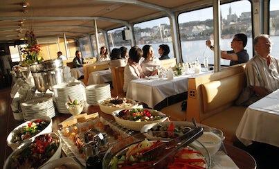 Ver la ciudad,Actividades,Visitas en barco o acuáticas,Actividades acuáticas,Con almuerzo o cena,Parlamento de Budapest,Crucero por el Danubio