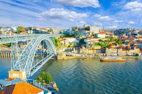 Bus Hop-On Hop-Off, croisière et visite d'une cave à vins du port à Porto