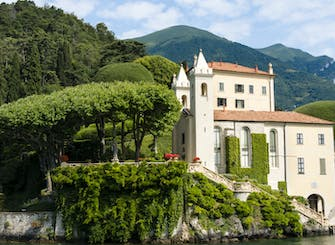 Villas and gardens small-group tour in Lake Como