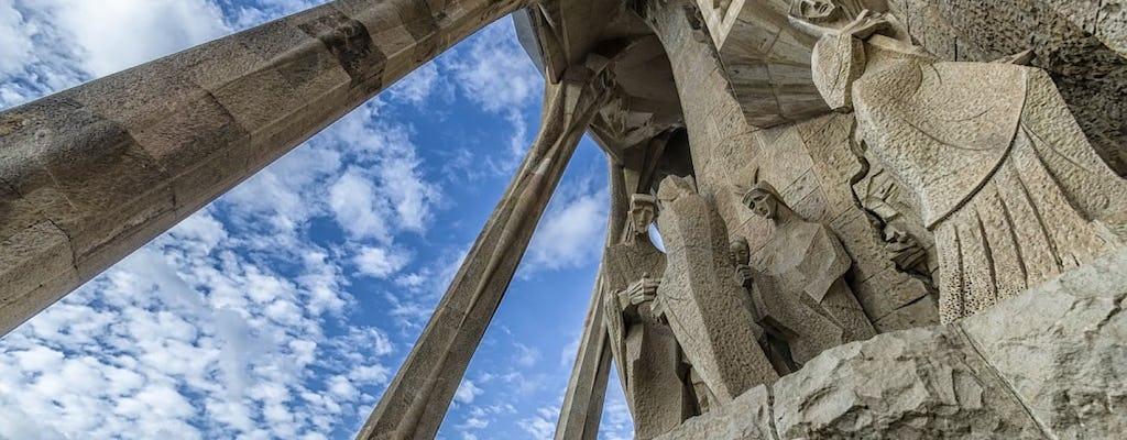 Visita guiada a la Sagrada Familia con acceso a las torres
