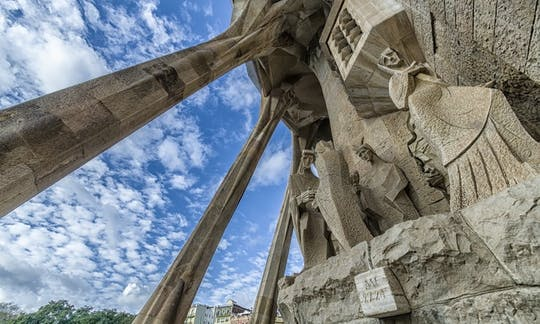 Visita guiada pela Sagrada Família com entrada para as torres