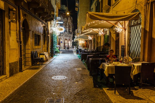 Verona like a local: tour and wine tasting in a osteria