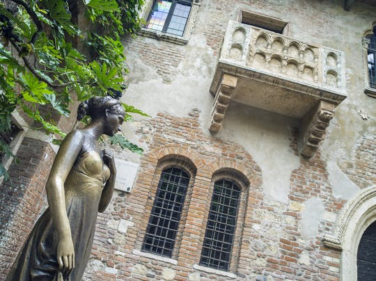 """Verona in Love"" guided tour for small groups"