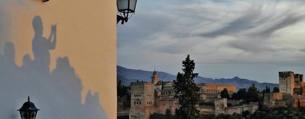 Tour privado a la Alhambra y el Generalife por la tarde con puesta de sol en el Albaicín