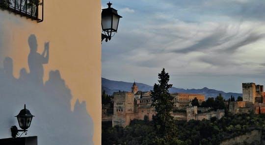 Visite privée de l'Alhambra et du Generalife l'après-midi avec coucher de soleil sur le quartier Albayzin