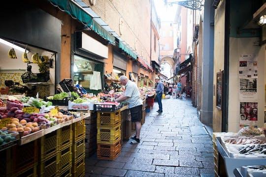 Wycieczka po rynku, lekcje gotowania i lunch lub kolacja w domu Cesariny w Bolonii