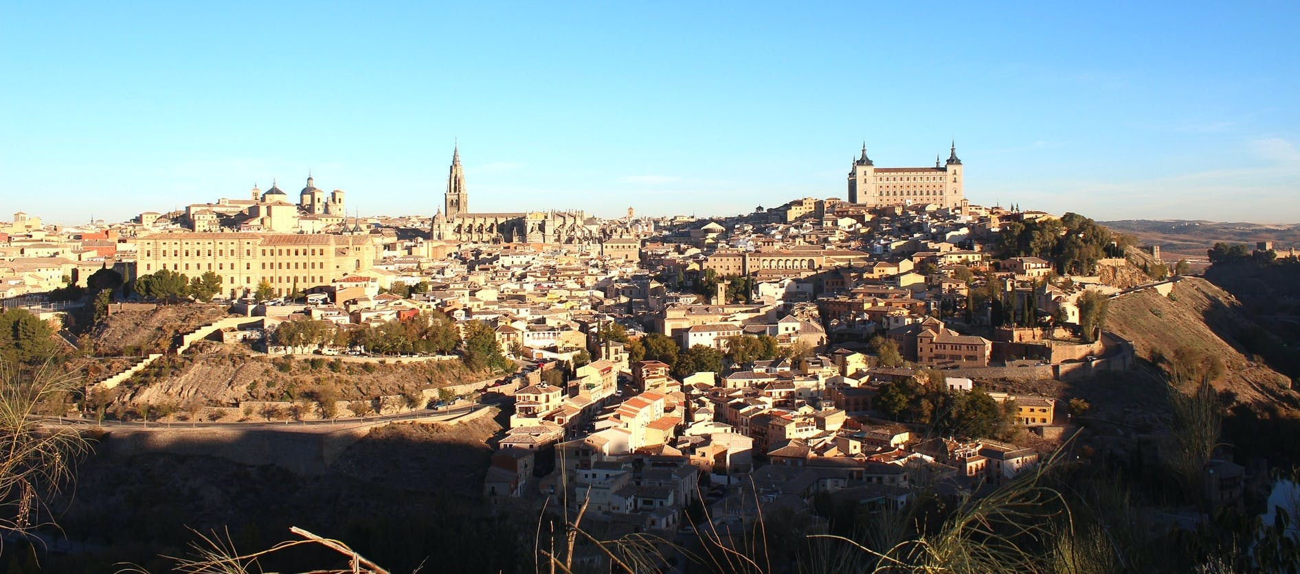 Toledo guided tour from Madrid with visit of a local winery, wine tasting and entrance to 7 monuments