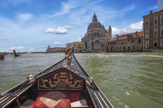 Private gondola ride and dinner in Venice