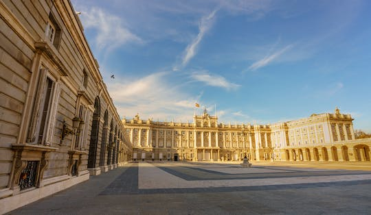Madrid Royal Palace and Retiro Park guided tour with fast-track access
