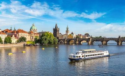 Ver la ciudad,Ver la ciudad,Ver la ciudad,Tours andando,Visitas en autobús,Castillo de Praga,Crucero por el río Moldova,Tour por Praga,Crucero,Otros tours,Bus turístico ,Recorrido a pie y bus