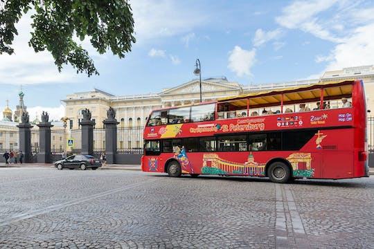 Hop-on Hop-off buspas Sint-Petersburg met optionele boottocht