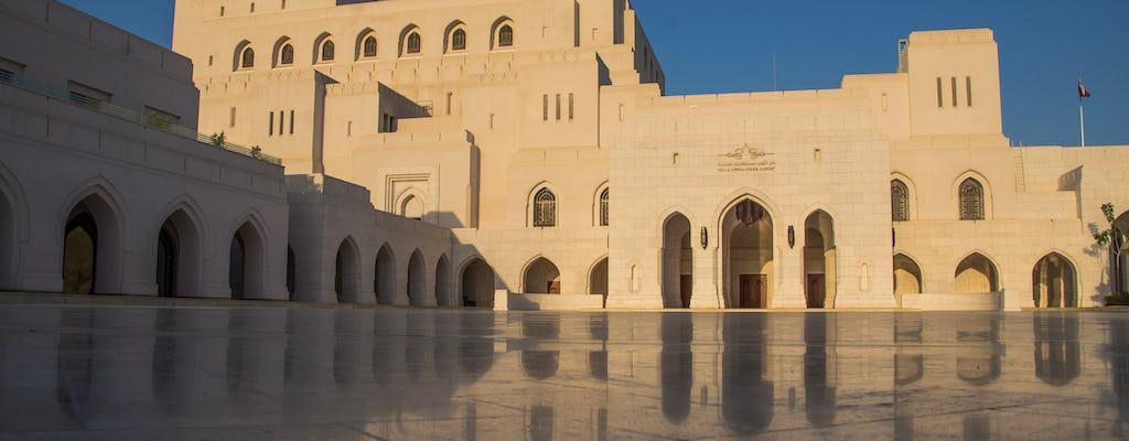 Tour nocturno en Mascate y cena en la Ópera de Al Angham.