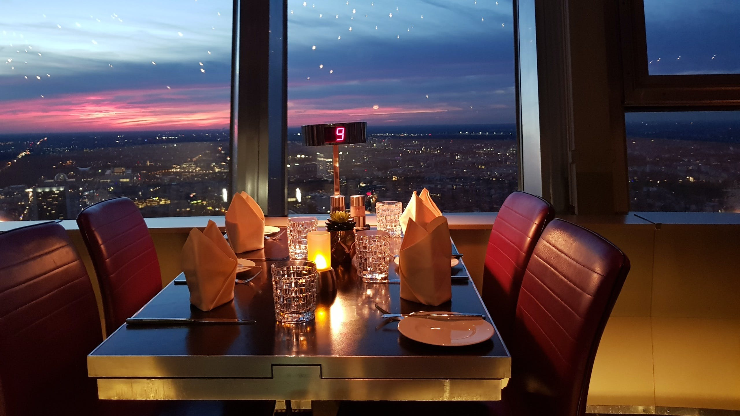 Ver la ciudad,Tickets, museos, atracciones,Entradas a atracciones principales,Torre de Telecomunicaciones,Sin colas + mesa en restaurante