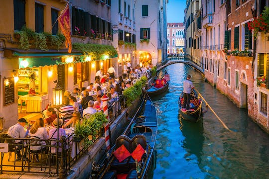 Grand Canal by Gondola tour with singer and dinner