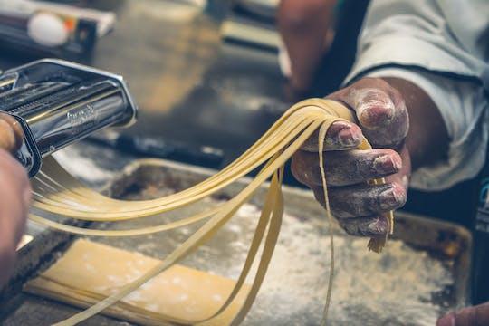 Pasta italiana fatta in casa: lezione di cucina e pranzo con lo chef