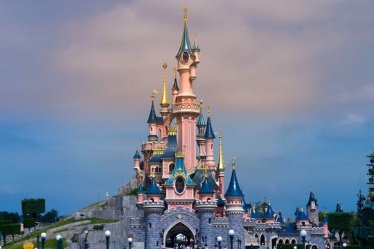 Bilet jednodniowy do 2 parków rozrywki Disneyland® Paris z transportem z Paryża