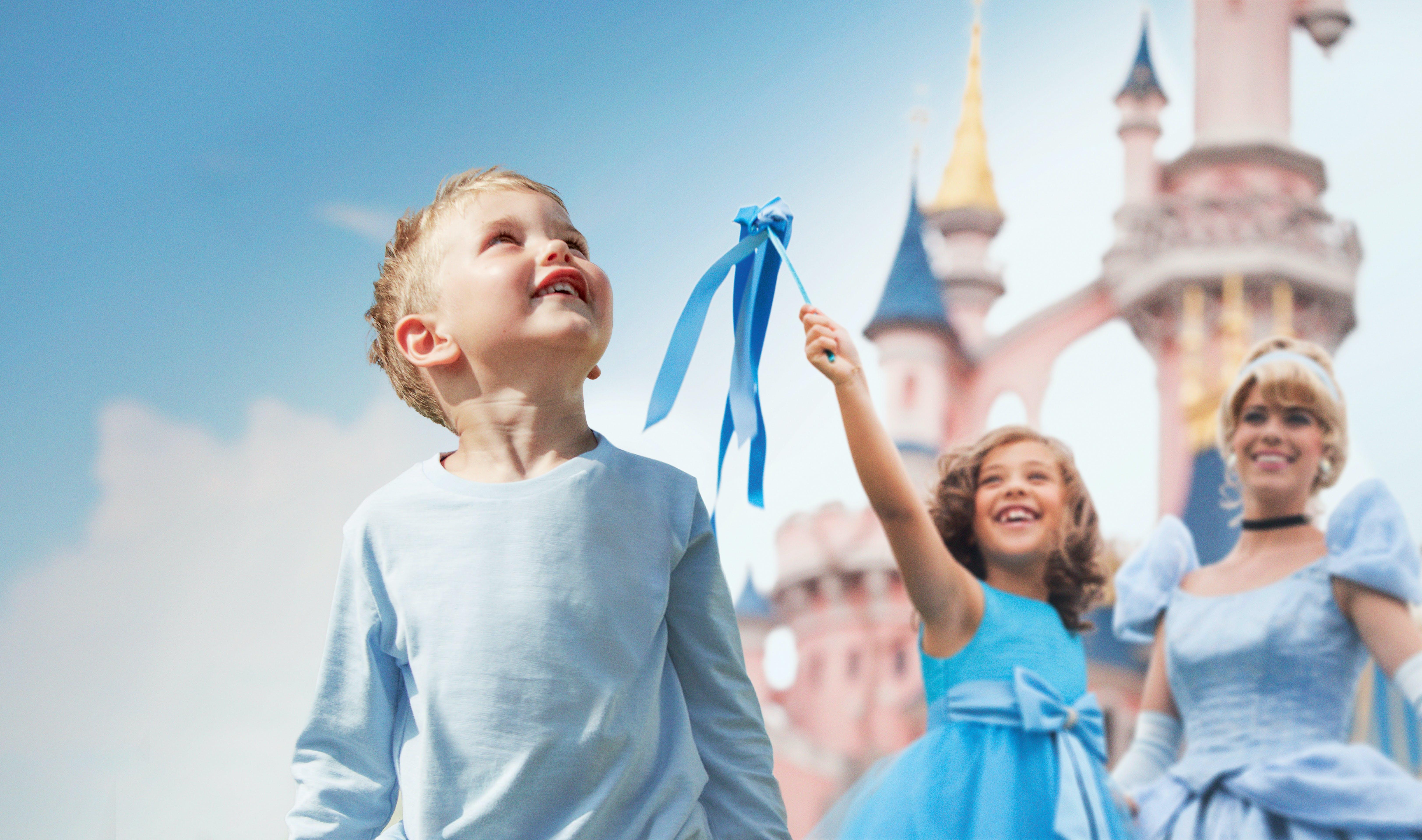 1 Day 1 Park tickets for Disneyland® Paris with round-trip train tickets from Paris