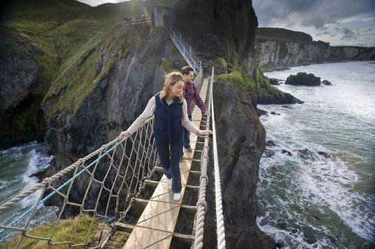 Tour pela Calçada dos Gigantes e pela Ponte de Corda com saída de Belfast