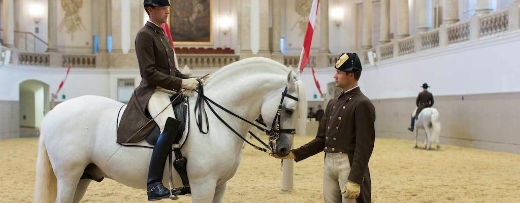 Poranne ćwiczenia Hiszpańskiej Szkoły Jazdy w Wiedniu