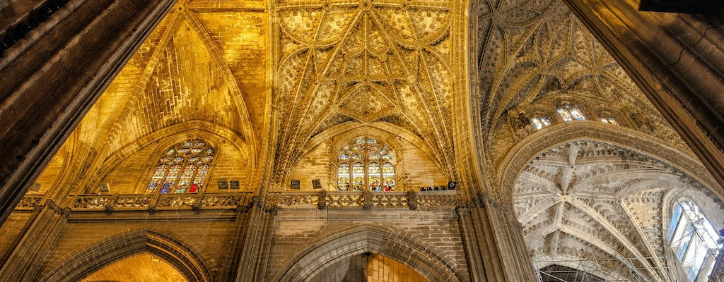 Barrio de Santa Cruz and Seville Cathedral private guided tour