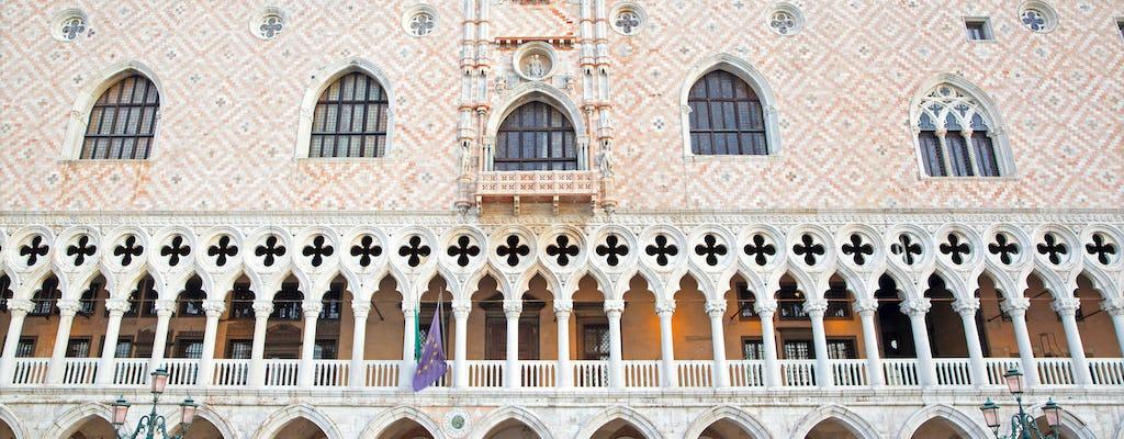 Visita guiada al Palacio Ducal con itinerarios secretos.