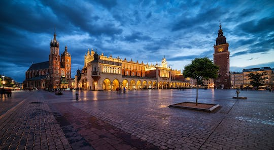 Creepy Cracovia por la noche a pie