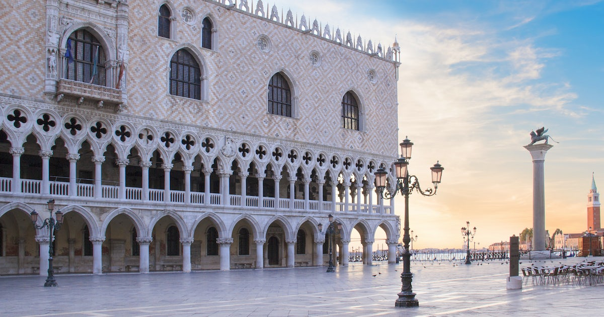 Walking tour of Venice with old Royal Palace and skip-the-line tickets to  the Doge's palace