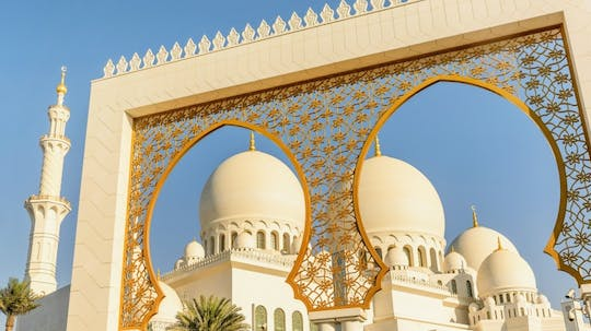 From Dubai:  Abu Dhabi full-day guided tour in Spanish